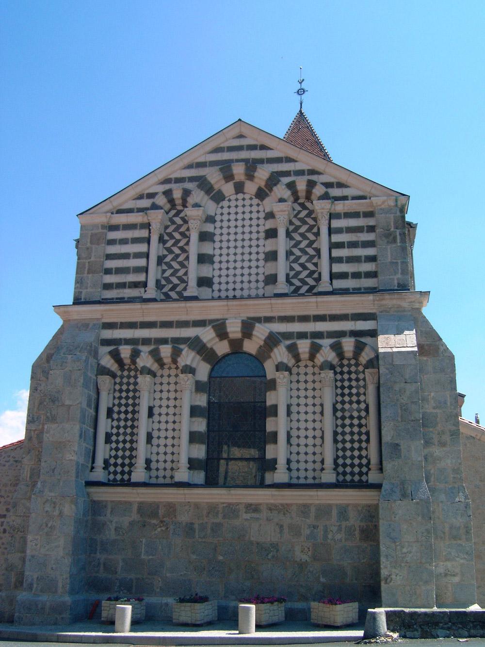 Église romane à Riotord